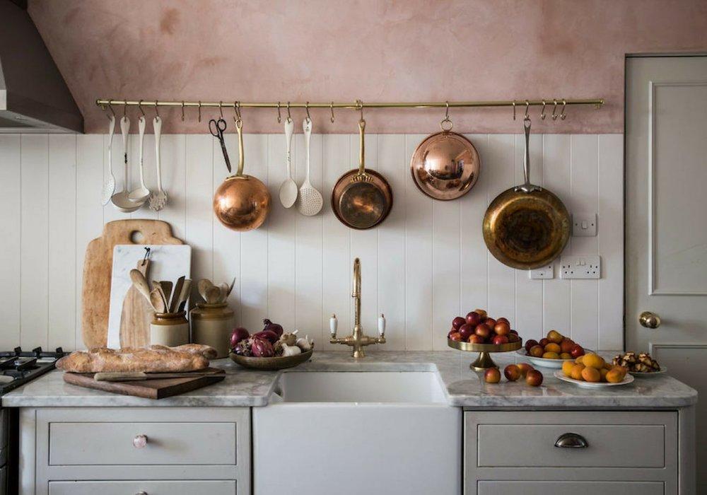 pink-wall-kitchen_mini.jpg