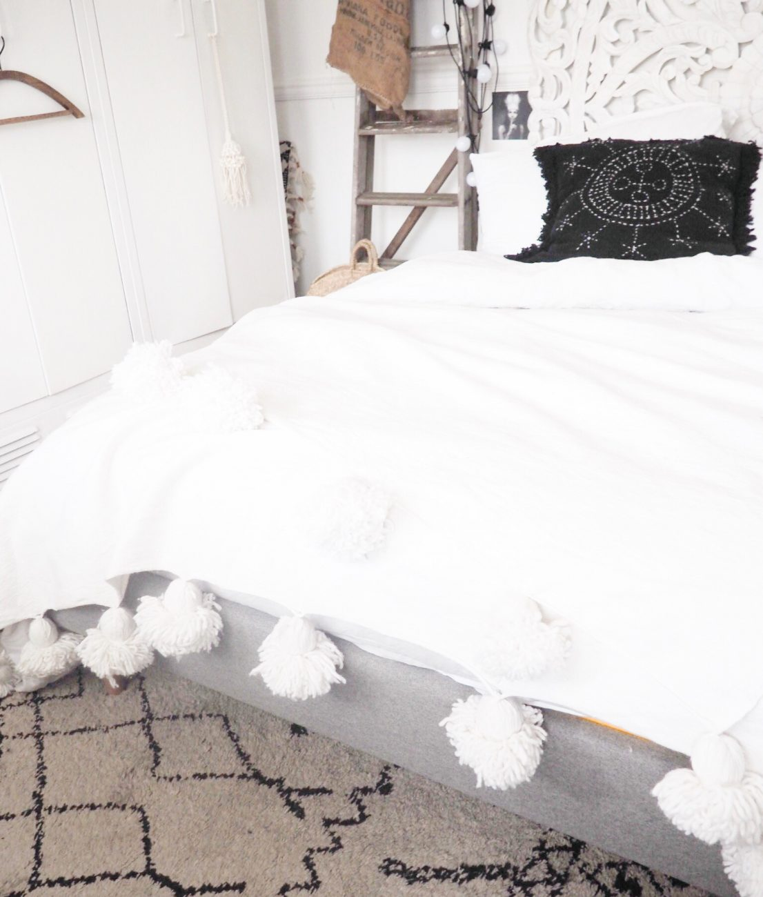 A couple of months ago I wrote about the Eve mattress. I was singing its praises but how do I feel about it today? Is it still all its cracked up to be? The short answer to this is hell yes! In fact it has got even better! How? With the addition of the Eve bed.