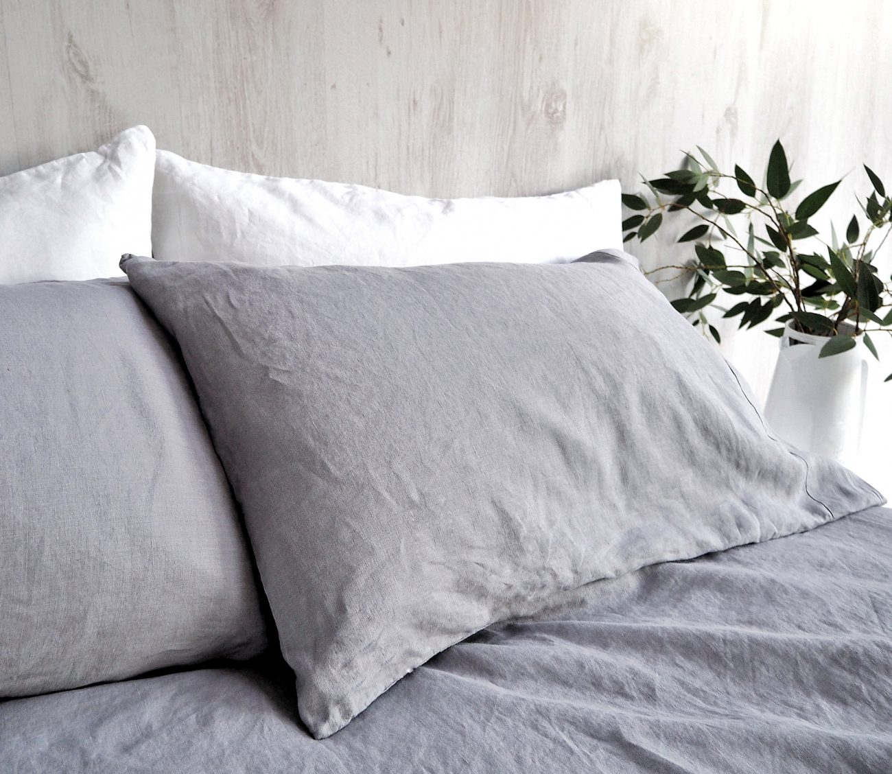 I always say this...If you are on a budget choose wisely when and what you spend your cash on! Bed linen is one of those things because we all need a good night sleep. For the last 5 years I have used solely linen bedding for myself but also for the kids. Wanna know why?