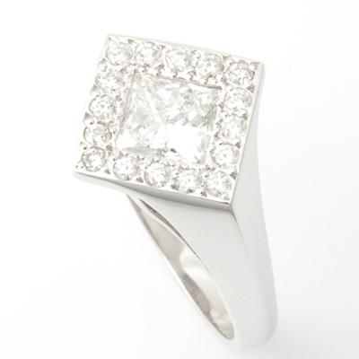 18ct White Gold Princess Cut Diamond Halo Engagement Ring 3.jpg