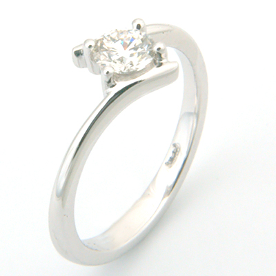 18ct White Gold Round Brilliant Cut Diamond Engagement Ring 2.jpg