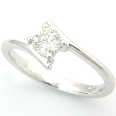 18ct White Gold Round Brilliant Cut Diamond Engagement Ring 1.jpg
