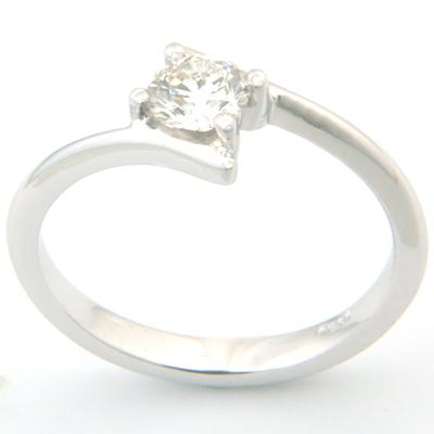 18ct White Gold Round Brilliant Cut Diamond Engagement Ring 3.jpg