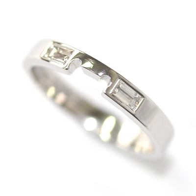 18ct White Gold Fitted Wedding Ring with Baguette Cut Diamonds 2.jpg