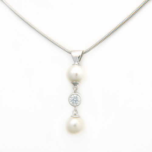 9ct White Gold Diamond & Pearl Necklace.jpg