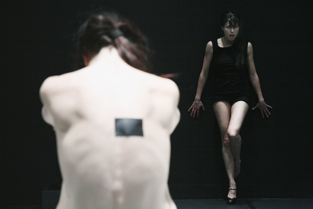 JE PENSE COMME UNE FILLE ENLÈVE SA ROBE (2009)
