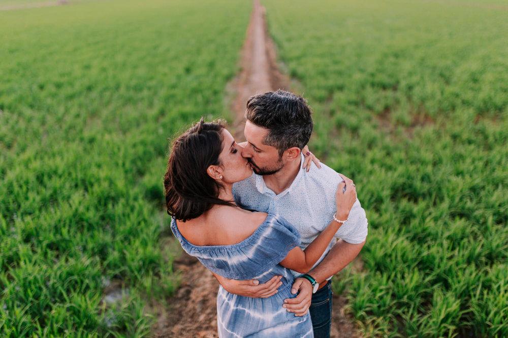 PREBODA - Sesión de fotos de pareja, antes de la boda. Ideal para romper el hielo con la cámara y conocernos un poco más. También ayuda a que el día de la boda todo sea más fácil.300€ + IVA