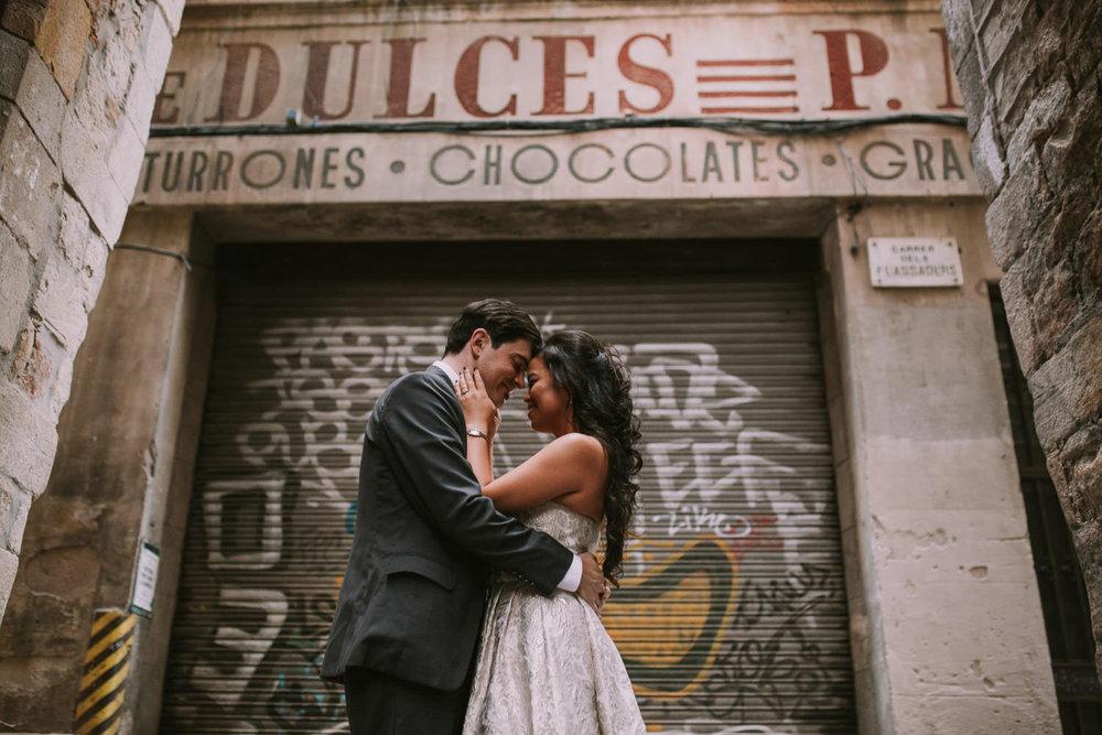 POSTBODA - Sesión de fotos con los vestidos de la boda. Ideal si queréis una sesión larga sin perder tiempo con los invitados el día de la boda. Estaréis más relajados y podremos ir donde queráis!300€ + IVA