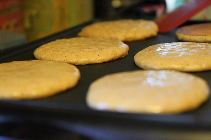 flipping-pancakes-799645