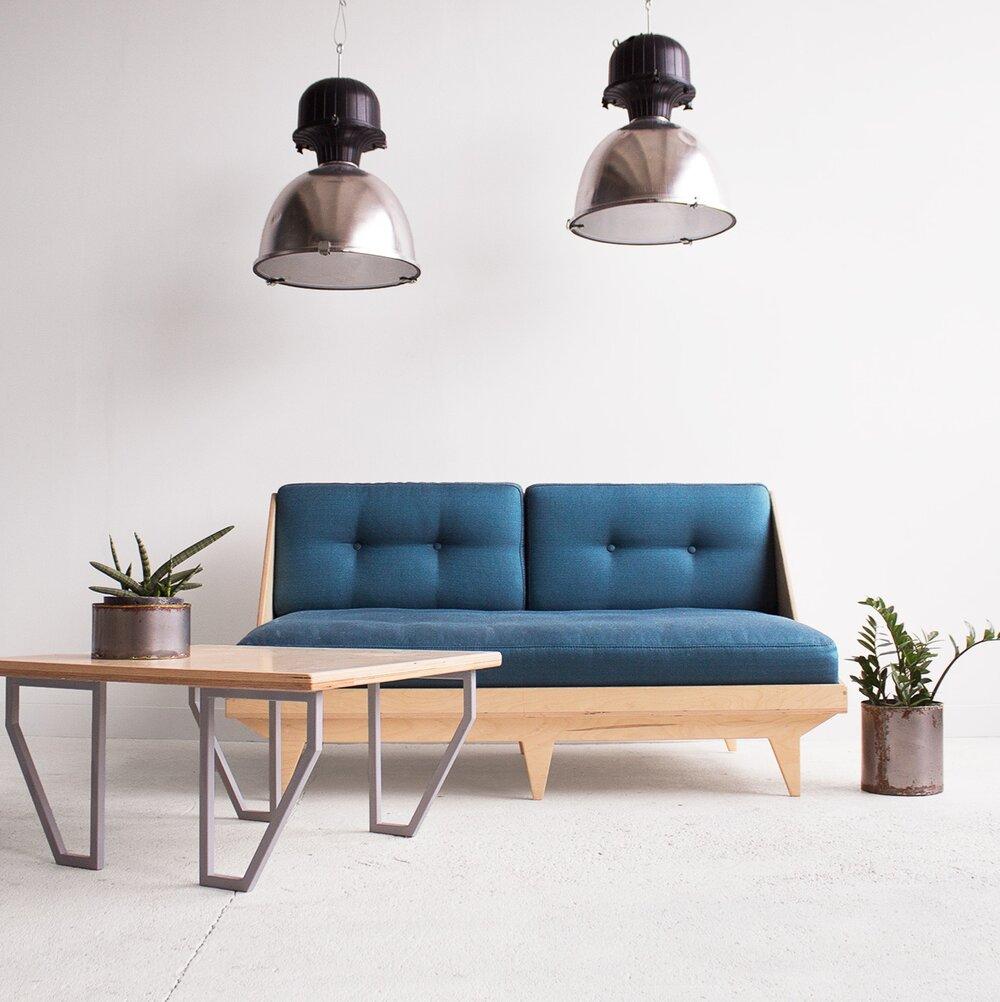 stolik-z-kanapą-kwadrat.jpg