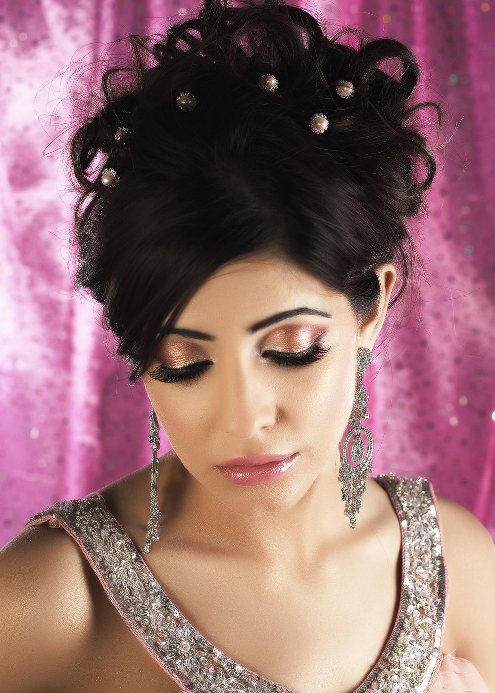 2 DAY - BASIC TO ADVANCED BRIDAL HAIR STYLING: - Summary:- 10 different hair styles- Traditional & Modern- Party, Registry, Bridal- Hair Extensions- Front/Back Styling- Half Up/Half Down- Vintage Styles- Bridal Buns/Low Buns- Curls and Waves- AccessoriesFEES: £650