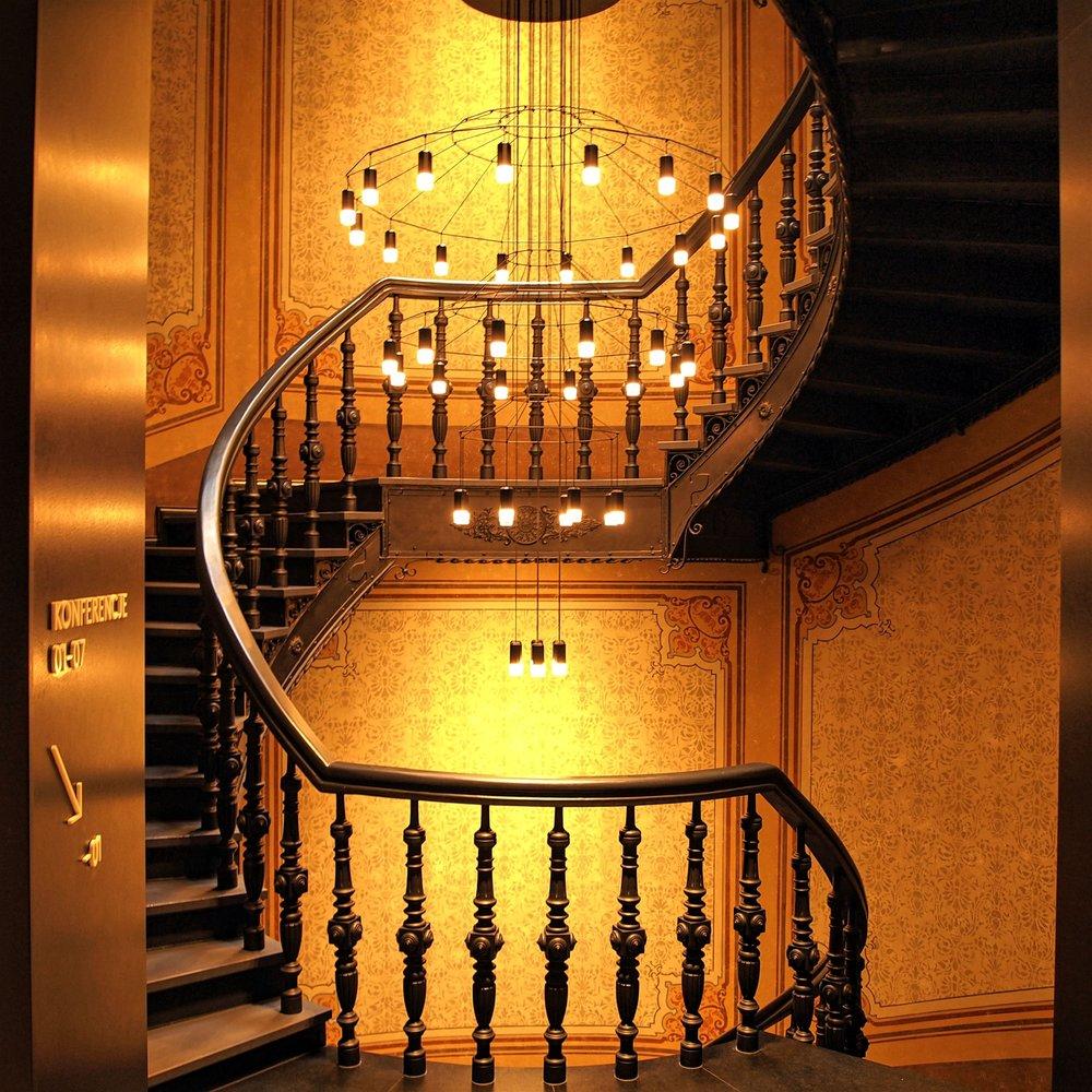 chandelier-decoration-design-693895.jpg