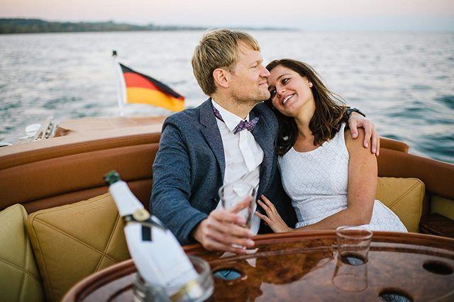 Was will man mehr als mit seiner Liebe #entspannt und #genussvoll in einem schönen Boot auf dem #Bodensee im Abendlicht zu verweilen ☀️ #enjoythemoment . . . . . . . . . . #pegivaboats #classicboatshootings #classicboat #riva #boesch #classicboatsbodensee #weddingshooting #hochzeitsboot #havingagoodtime #boatshootings #hochzeitsideen #hochzeitsfotograf #elmarfeuerbacher #thingstodolakeconstance #classicboats #enjoyinglife #lakeconstance #luxurymoments #luxuryboat #elmarfeuerbacherphotography #deesseedulac #classicyacht #classicyachtmagazine #pegiva #moetchandon