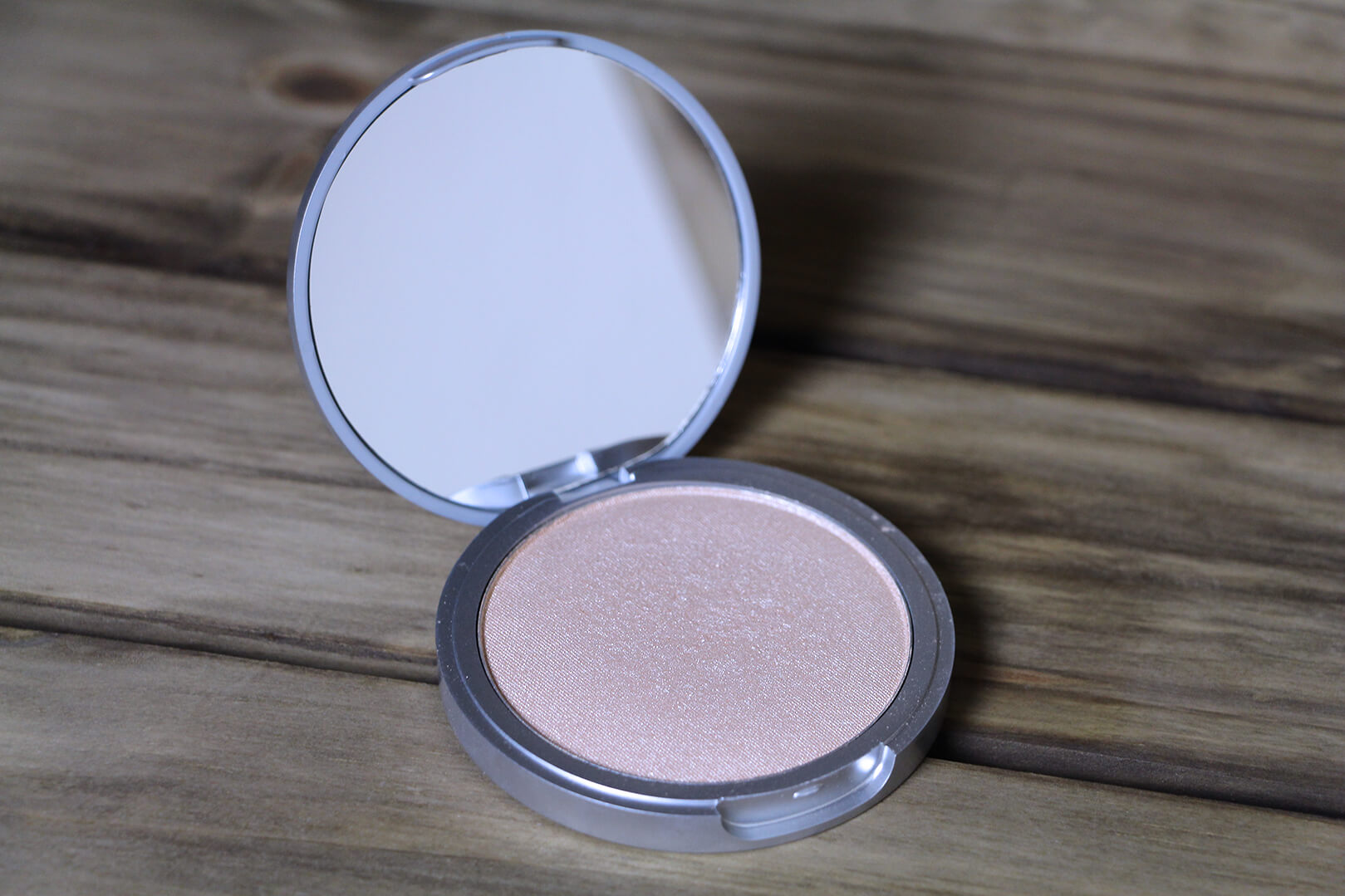 ILUMINADOR MARY-LOU MANIZER THE BALM 3