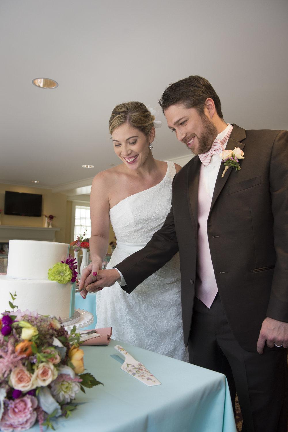 wed cake cut.JPG