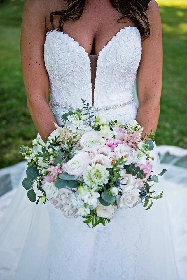Toronto wedding photographer YouByMia Photography - Bouquet
