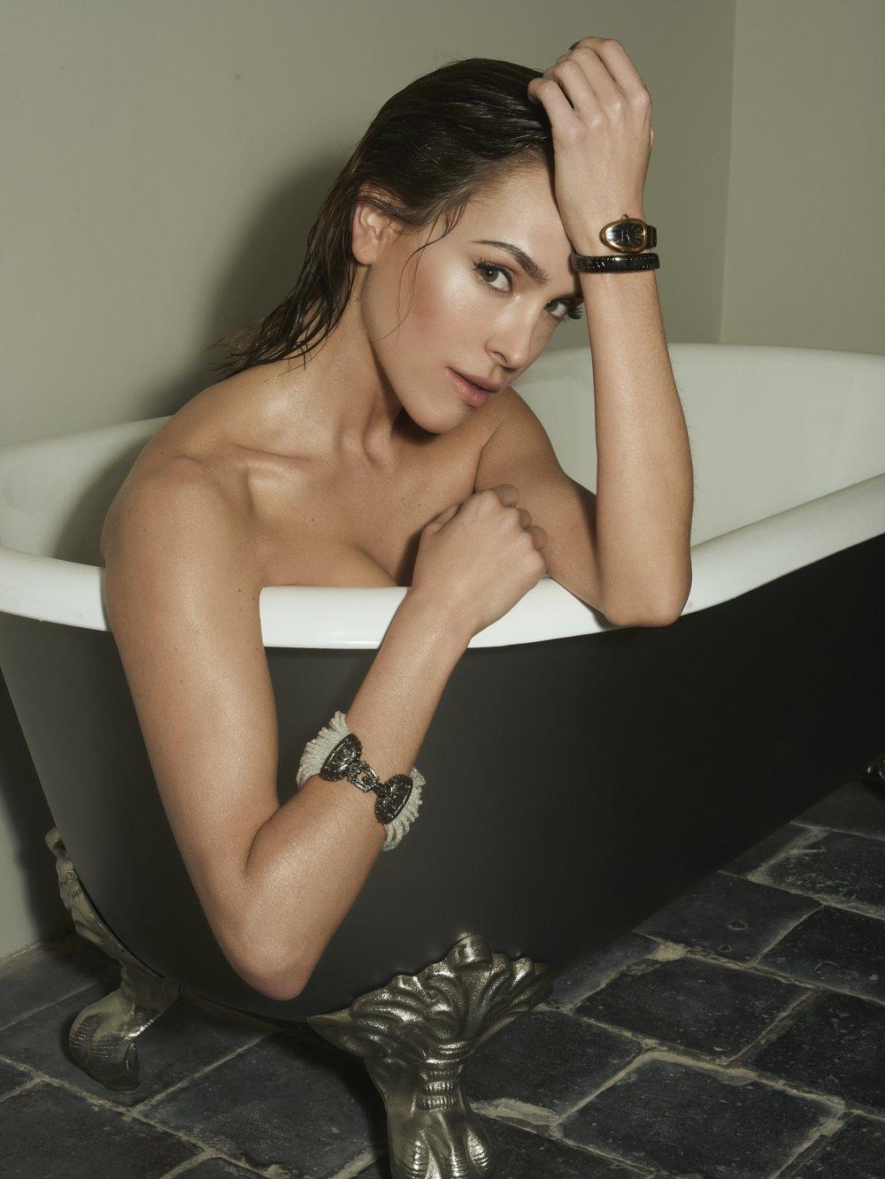 Lavish bathing luna elisa federowicz visagistin Hair- and Make up Artist/ Styling Saskia Hammen
