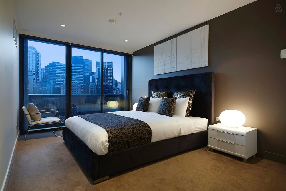 fRESHWATER PLACE MAIN BEDROOM WITH KING BED, ENSUITE & BALCONY