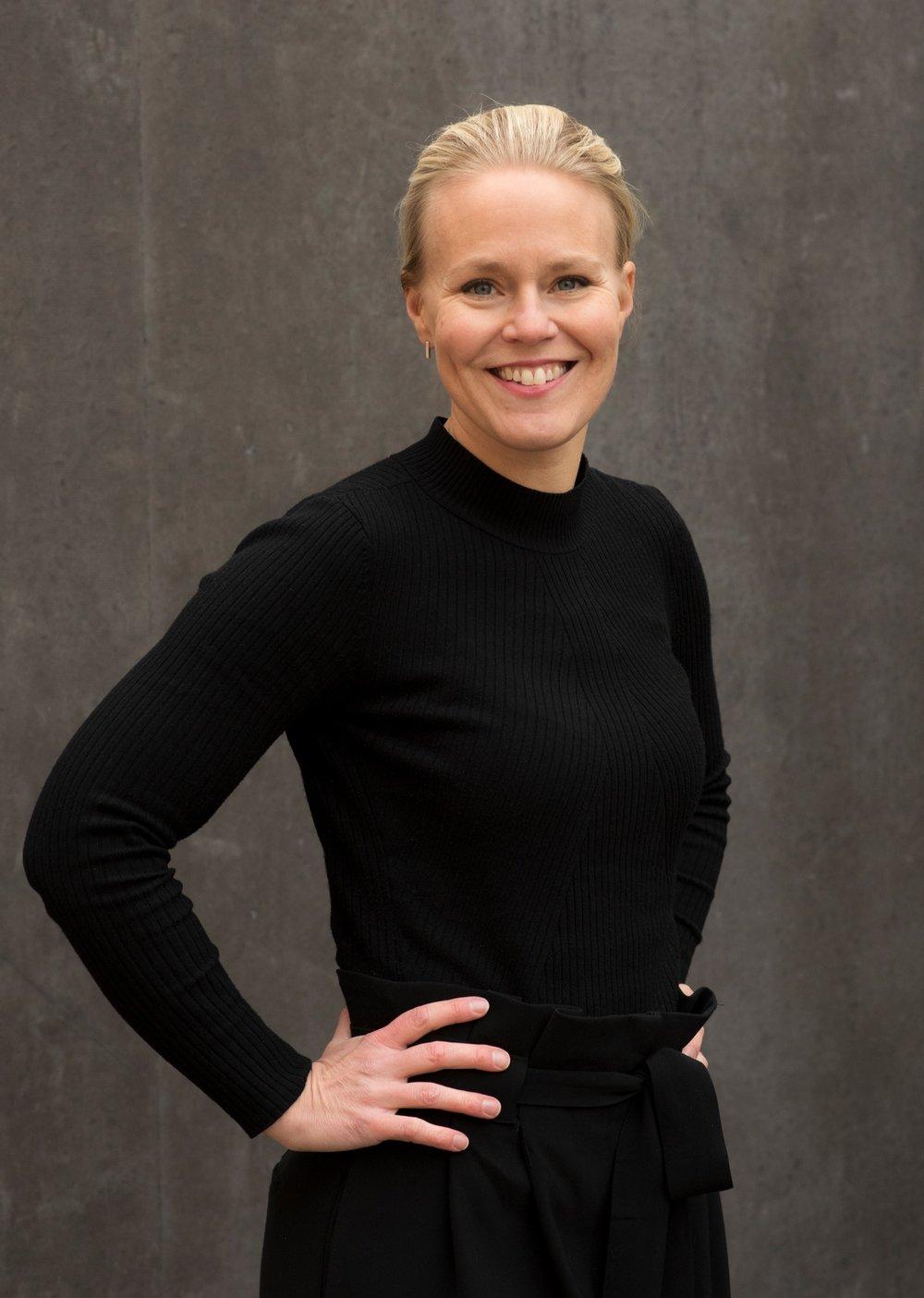 Fotograf Linda Tallroth-Paananen - Linda blev utexaminerad fotograf 2003 från Svenska Yrkeshögskolan. Sedan dess har hon jobbat professionellt som fotograf, både som anställd på olika dagstidningar och som frilansfotograf. 2007 startade hon Memento och har sedan dess varit egenföretagare på heltid. Bland uppdragen finns allt från porträttfotograferingar till frilansuppdrag och företagsfotograferingar.
