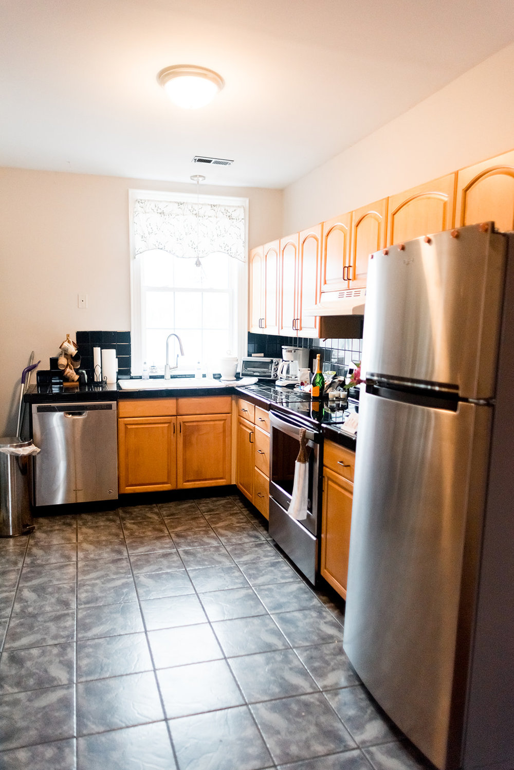 Full kitchen with brand new appliances. Gourmet snacks, waters, coffee, creamer, and all cookware/ plateware/ flatware. You just might find a surprise bottle in the fridge upon arrival.