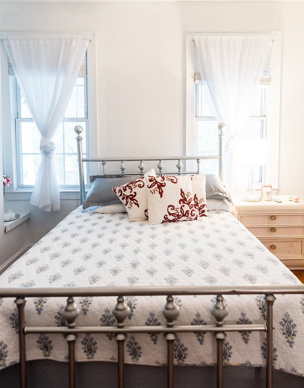 Master bedroom. Queen bed with Bamboo and Activated Charcoal Milily mattress.