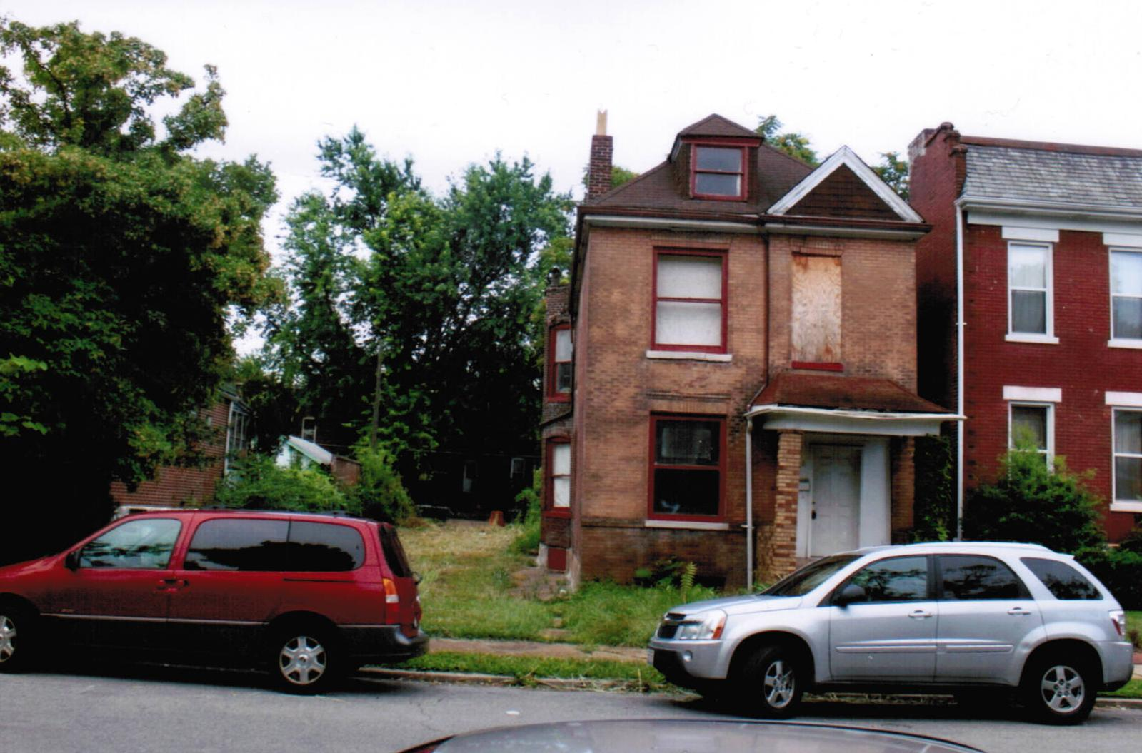 4136-38 Flad Ave Before