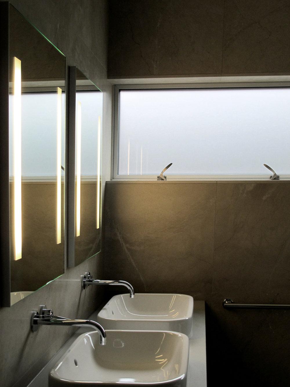 Highlawn master bath-1 HR 2500x1875.jpg