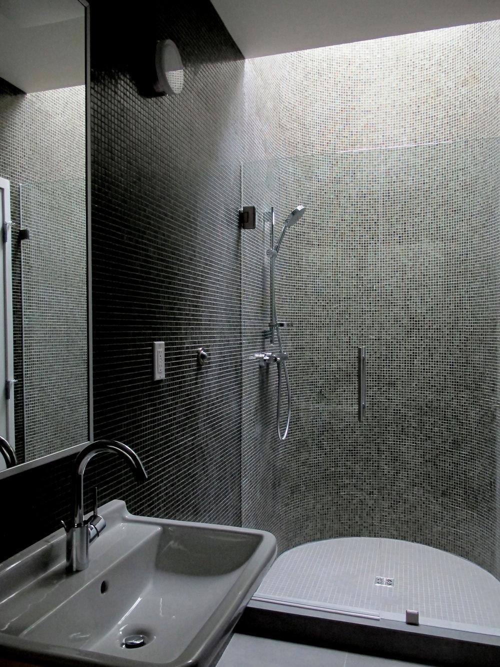 Highlawn kids bathroom-2 HR 2500x1875.jpg