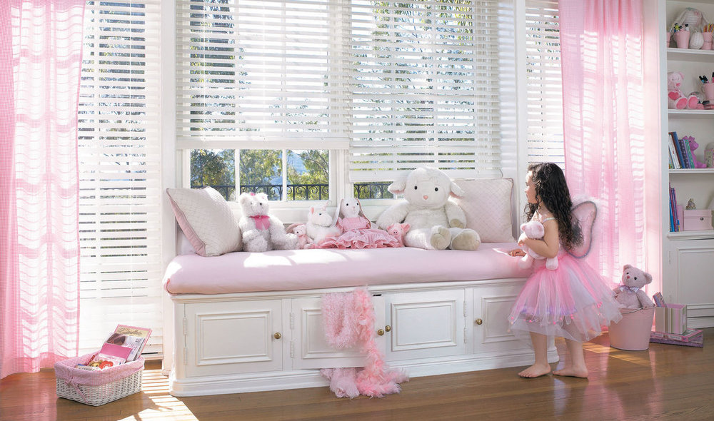 EVERWOOD® Alternative   Wood Blinds - Safety matters! Wood Blinds can be cordless for enhanced safety, convenience and ease of use in homes with children or pets. This is a great window treatment to help protect your little ones!