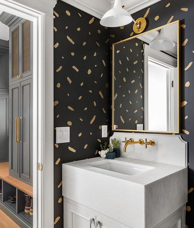 So. Good.👌🏼 . build: @the_fox_group_  design: @whiteandgolddesignco . . . #bathroomsofinstagram #utaharchitecturalphotographer #thatwallpaperthough #tightspaces