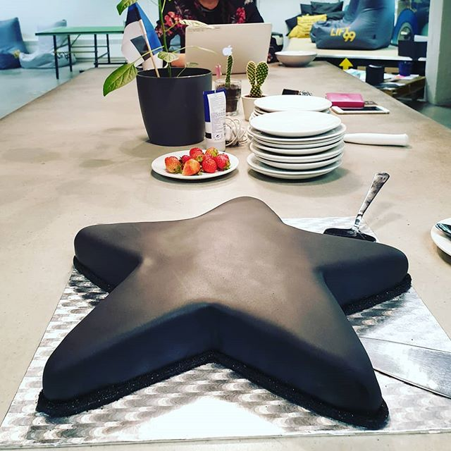 Cake to everybody! @killukekooki