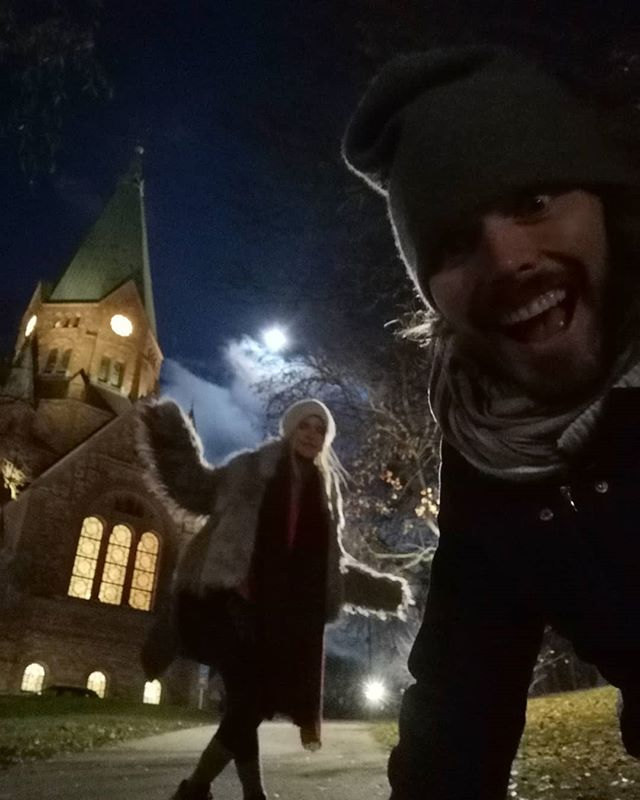 Tomorrow is full moon 🤩  #ihaaa #fullmoon #moon #busfru #theagoos #church #Stockholm