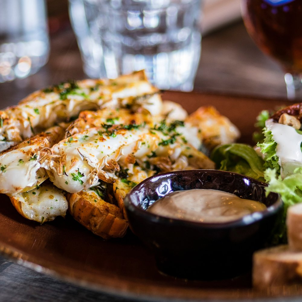 Food & Drink - Some of our favorite places to eat and drink include The Crooked Spoon, The Angry Trout (Seasonal), The Strand, Bluefin Grille, Cascade Lodge, Moguls Grill and Taproom, Voyaguer Brewing Company, Wunderbar , Hungry Hippie Tacos, My Sisters Place, and Sven and Oles.