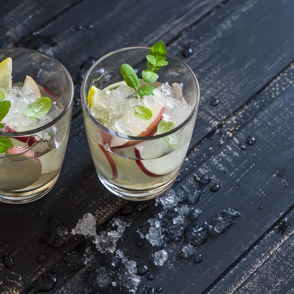 Apple,-lemon-and-mint-homemade-lemonade-513236944_3052x3052 (1).jpeg