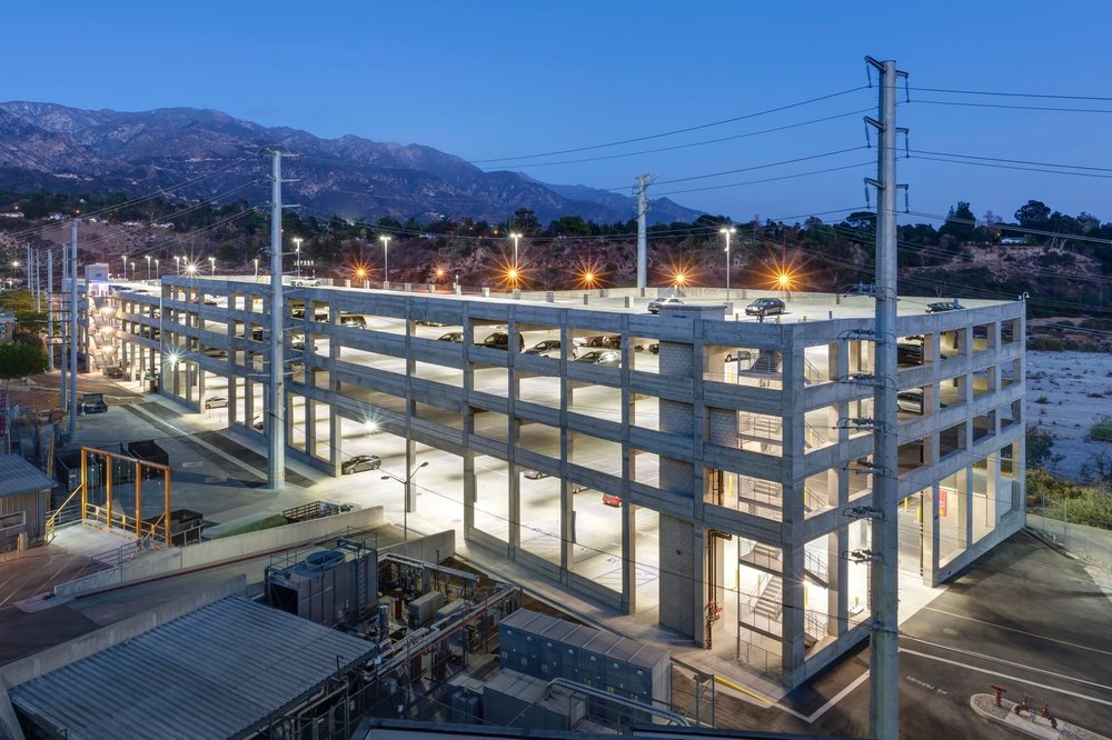 JET PROPULSION LABORATORY WEST ARROYO PARKING STRUCTURE - Sunnyvale, CAFive story concrete structure with precast columns and beams and cast-in-place, post-tensioned slabs.Contractor: SWINERTONArchitect: IDG PARKITECTS