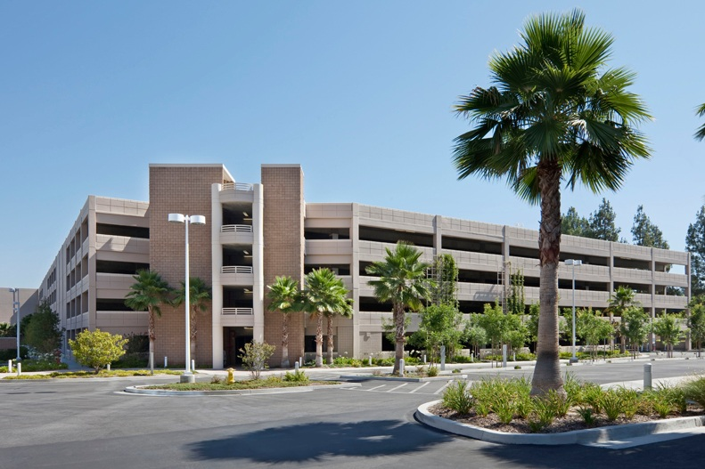 LNR WARNER CENTER PHASE 3 PARKING STRUCTURE - Woodland Hills, CAFive story post-tensioned concrete structure for 1489 cars.Architect: PARKITECTS