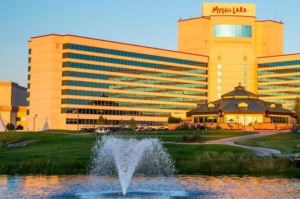 MYSTIC LAKE casino HOTEL PHASE II TOWER - Prior Lake, MNEleven story reinforced concrete building of approximately 152,000 square feet with concrete shear-walls and post-tensioned slabs.Contractor: PCL CONSTRUCTIONArchitect: ARCHITECTURAL FX