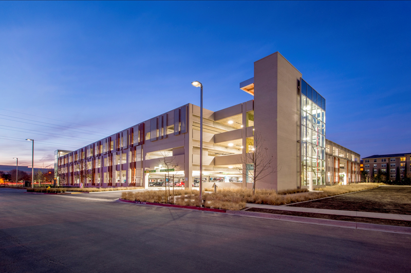 BROADCOM G1 PARKING STRUCTURE - Four story parking structure with precast columns and beams and cast-in-place, post-tensioned slabs for 810 cars.Contractor: DEVCON CONSTRUCTIONArchitect: HNA/PACIFIC