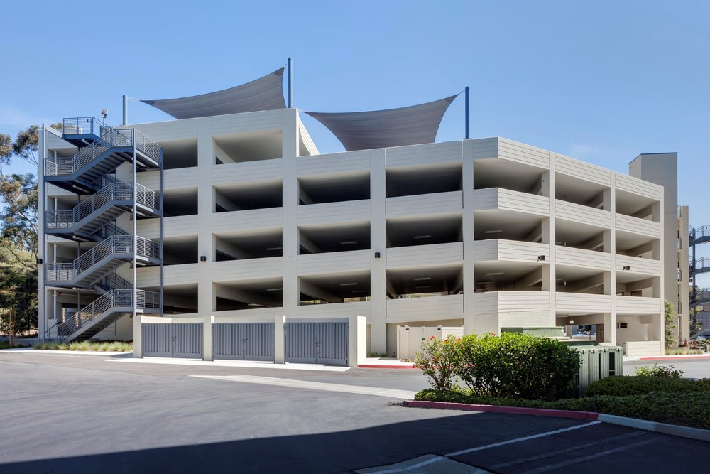 CANYON PLAZA PARKING STRUCTURE - San Diego, CAFive story post-tensioned concrete parking structure for 328 cars.Contractor: ARB STRUCTURESArchitect: HNA/PACIFIC