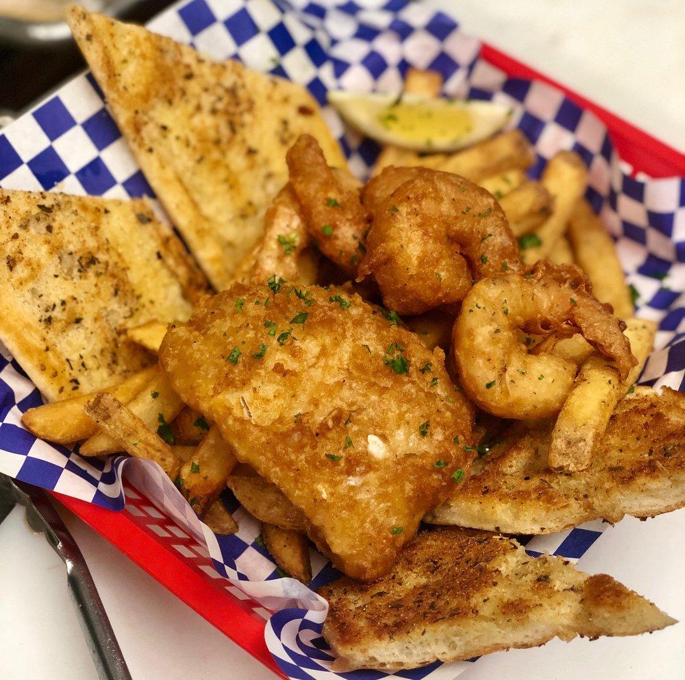 Shrimp & Cod Combination platter with Garlic Bread
