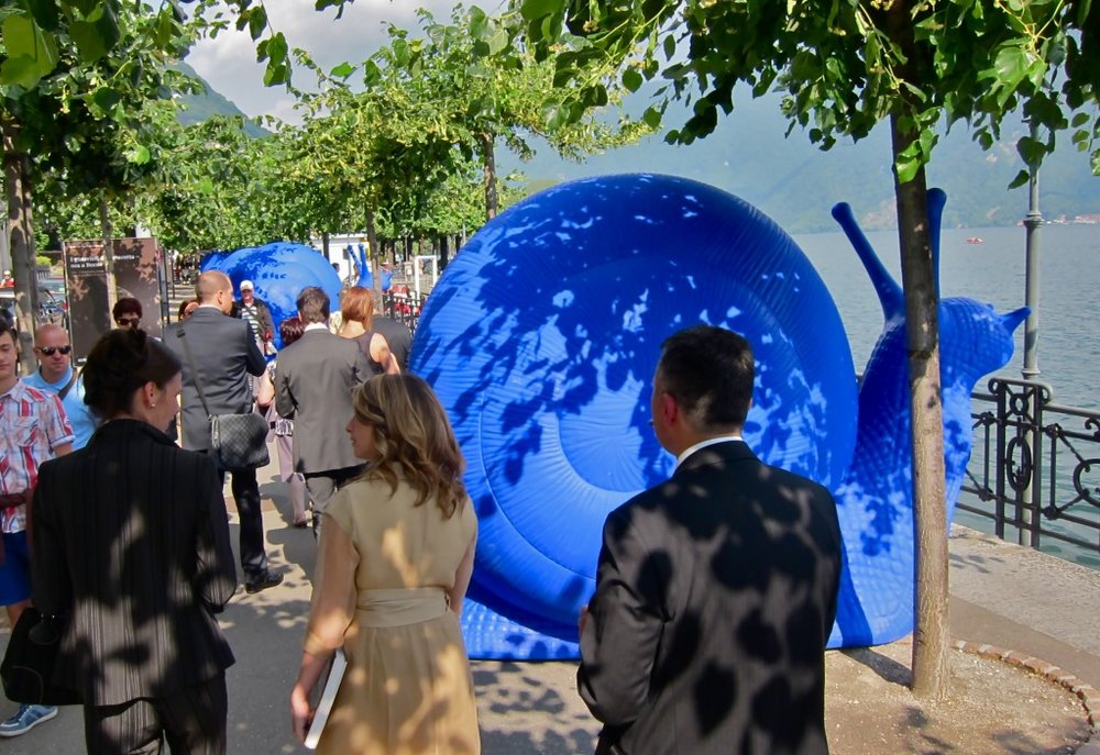 About twenty giant blue snails greet the public on the way to the Festival