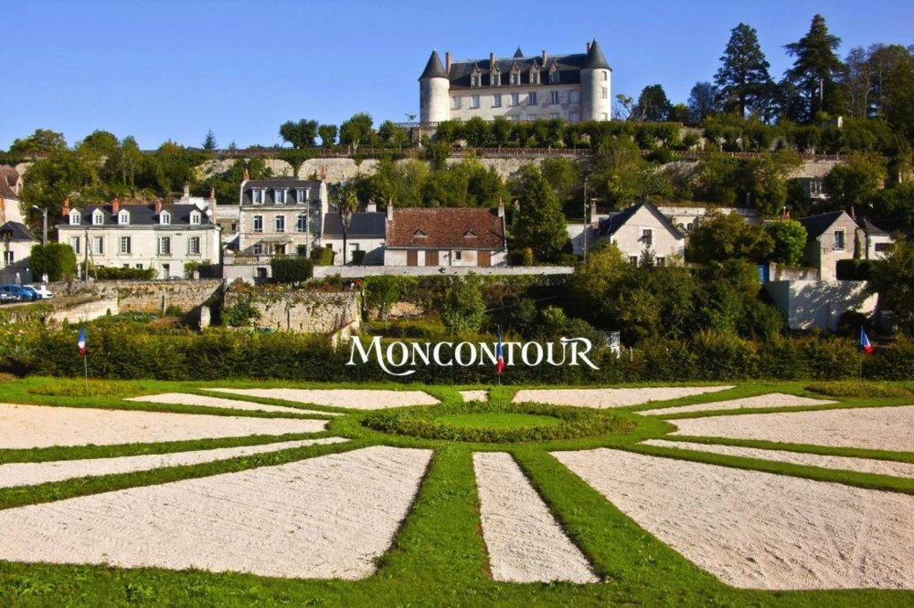 We passed Chateau Moncontour and its famous vineyards