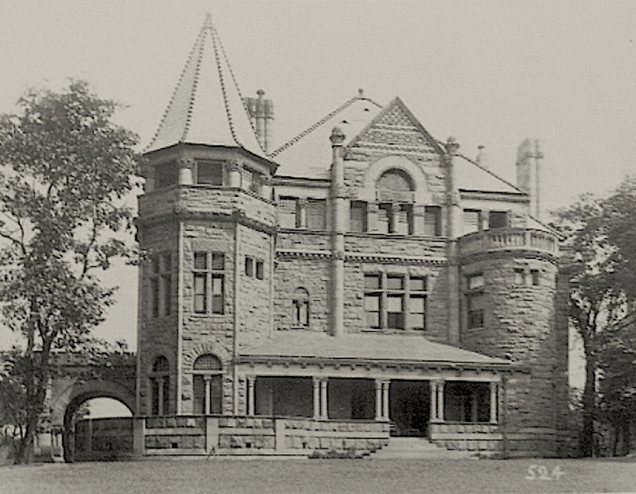 In ornate Richardsonian Romanesque style, the Everett Mansion existed until 1940, when it was finally demolished. An empty parking lot is on the site today.