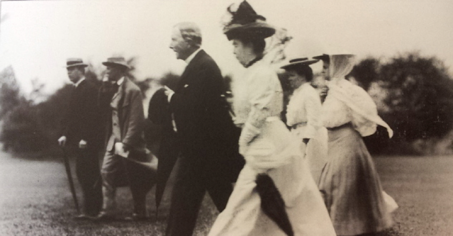Rockefeller playing golf on his Forest Hill courses--dressed like this.