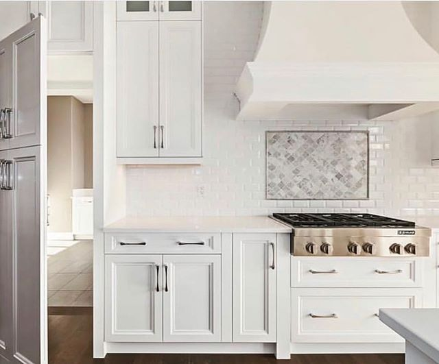 Having some kitchen envy right now! How beautiful is this white hood over the gas range? 😍 . . . . . #kitchenenvy #kitchendesign #kitchen #subwaytile #whitekitchen #whitekitchencabinets #buyingahouse #sellingahome #homesforsale #madisonbustamante #azrealtor #scottsdale #scottsdalerealtor #scottsdalerealestate