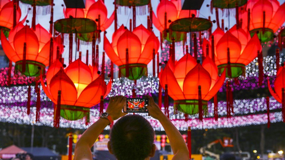 beautiful decorations to be seen on your hong kong private tours