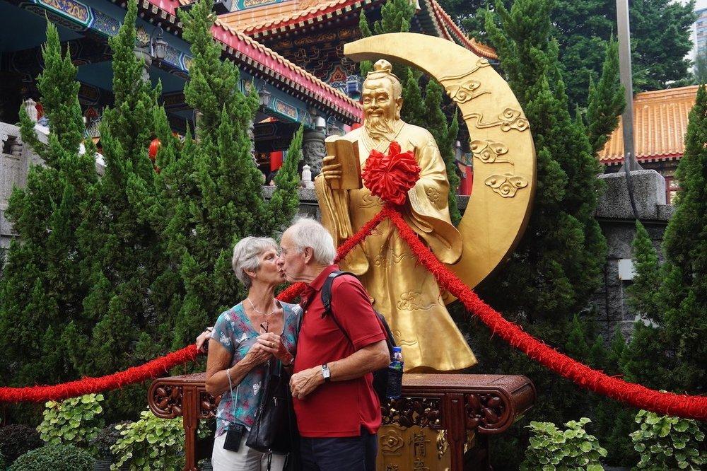 hello-hong-kong-private-tour-visitors14.jpeg