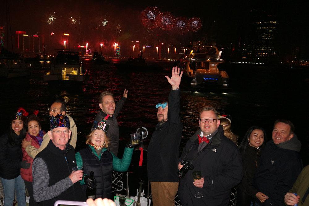 hong-kong-fireworks-cruise-new-year9.jpg