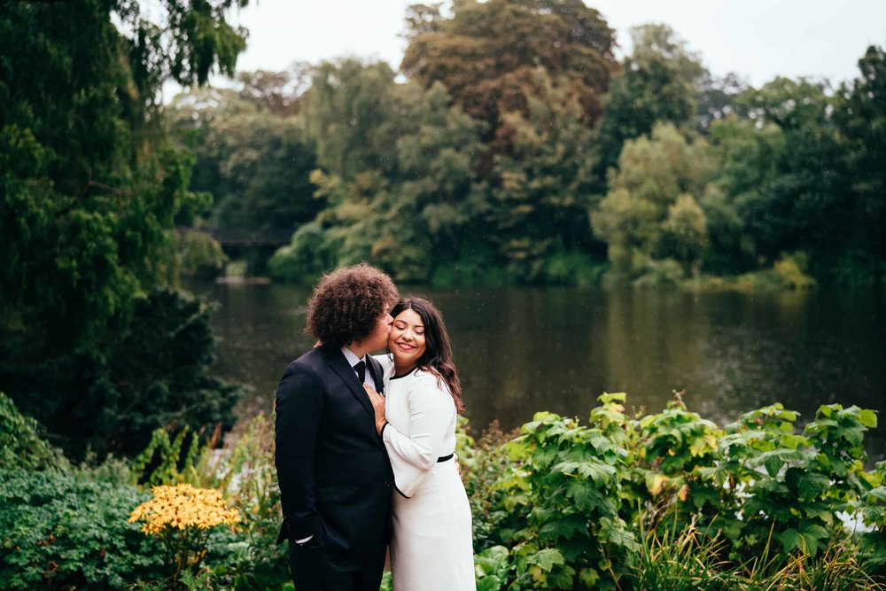 bryllupsbillede-fra-HC-Ørstedsparken-om efteråret-København.jpg