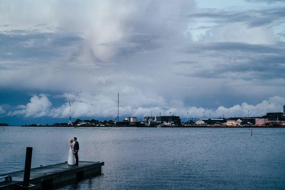 bryllupsportræt-skumringen-ved-langelinie-københavn.jpg